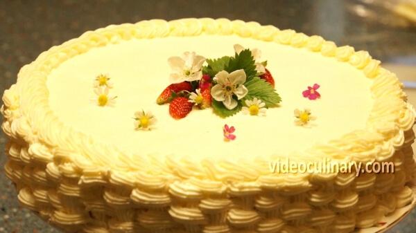 Basket weave cake decoration