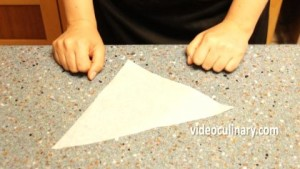 making-a-parchment-paper-cone_0