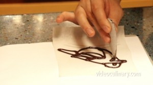 making-a-parchment-paper-cone_3