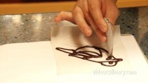making-a-parchment-paper-cone_3