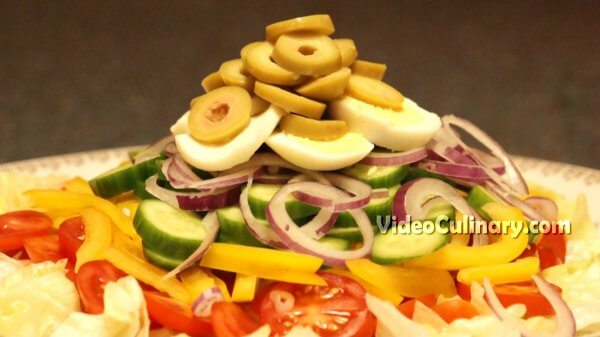 Vegetable Salad with Thousand Island Dressing