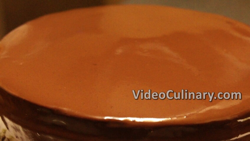 How to Glaze a Cake with Chocolate Ganache