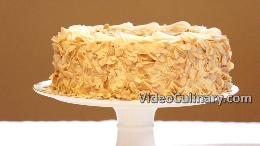 Mousse Cake - White Chocolate & Caramel